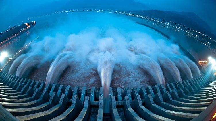 Three Gorges Dam's throughput hits new high in 2014