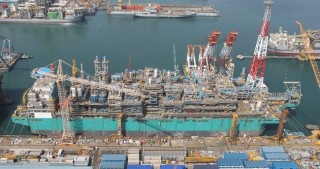 Petronas' FLNG Facility to Deliver First Cargo in Q1 2016