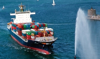 Low container rates push RCL into the red in Q3