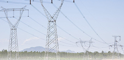 China's power use drops slightly in Oct