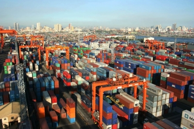Philippines cracks down on overstaying cargoes