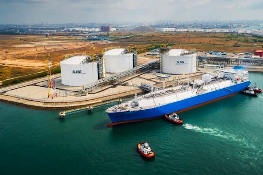 Singapore looks to LNG bunkering and transhipment with first small scale reload
