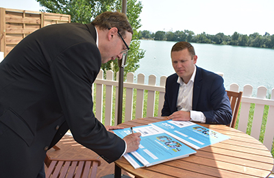 Maersk Line and JF Hillebrand partner for sustainable growth by signing the Carbon Pact
